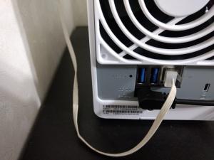 ケーブルを接続|DS218j