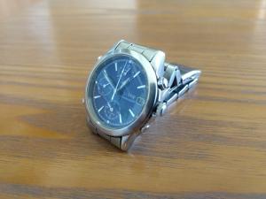 壊れた古い腕時計