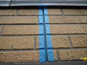 マスキングテープを貼る|雨漏り対策~外壁の修理