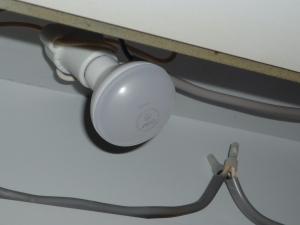 取り付け|LED電球 レフランプ形 E17 50形~オーム電機
