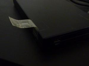 セロテープで固定|名もなきUSB3ハードディスクケースを買った件