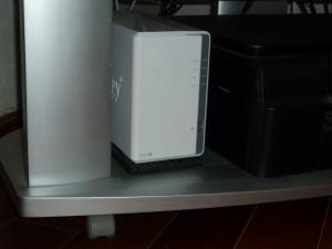 対策前|ダイソー衝撃吸収パッドで防振対策~DiskStation DS218j